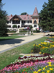 """The flowered park is the so-called """"Rose Arbor"""" (in Hungarian """"Rózsalugas"""") - Keszthely, ハンガリー"""