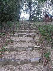 Stone stairs from the parking lot up to the small playground and the lookout tower - Fonyód, Mađarska