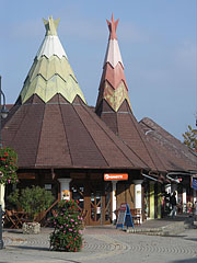 Shopping arcade with wigwam-like roof - Fonyód, Mađarska
